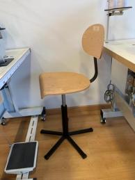 Cadeira a gás com apoio e base em contraplacado (94013000)