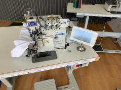 Máquina de costura Juki MO6814S-BE6-30H/BL22, equipada com motor servo, remate de ponta, levantamento e corte