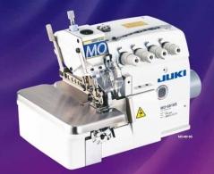 Máquina de costura Juki MO6845S-FF6-360, equipada com motor servo, bancada e tampo nacional