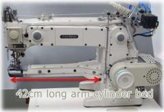 Maquina de costura frontal braco frontal Kansai Special KC2803-UTA DD, com motor servo e bancada de rodas