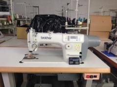 Maquina de costura Brother S7100A-403 + PFL com corte de linha, remate e levantamento de calcador, tampo e bancada nacional