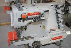 Maquina de costura Siruba SIRUBA C007K-W122-356/CH, com motor servo, tampo e bancada nacional