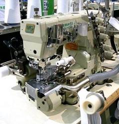 Maquina de costura meter cintos em anel Yamato VG2735PR-356M-08/UTA34, com motor servo, bancada e tampo nacional