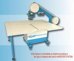 Serra de fita com inverter, insuflação KM modelo KBK-900 ( Fita de 0.45x10x3860mm ) com mesa de 1500 X 1800mm